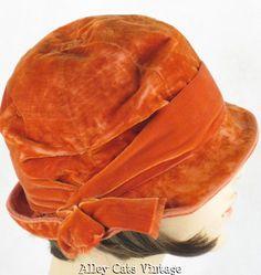 Vintage 1920s 1930s Hat Burnt Orange Velvet Cloche (hat, millinery)