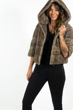 Exclusiva chaqueta en lomos de visón. ¡Descubra la colección de pelo en HervásPiel. Designed in Spain. Made in Spain Textiles, Hippie Outfits, Jackets, Fashion, Templates, Hippie Clothing, Cowls, Women, Down Jackets