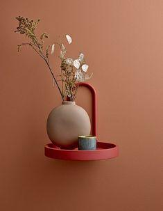 MDF orange rundes Regal mit Bloomingville cm Metallgriff rnrnSource by Decoration Design, Deco Design, Round Shelf, Cadeau Design, Ceramic Vase, Colorful Pictures, Home Gifts, Color Inspiration, Stoneware