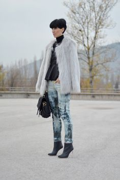 "'m loving her turtleneck peplum blouse with her printed skinnys and fur jacket. It's winter perfection. ""MMM with H"" by Beeswonderland"
