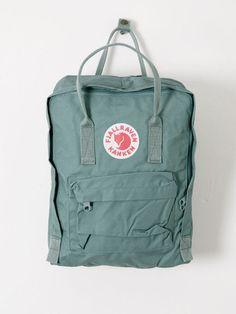 Fjallraven Kanken- this is mine exactly: frost green😍 pin: cleohaa Mochila Kanken, Mini Mochila, Backpack Purse, Kanken Backpack, Fjallraven Kanken Black, Travel Backpack, Best Bags, School Backpacks, Unisex