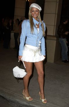 If there's one fashion Paris Hilton is famous for, it has to be the Juicy tracksuit — she even admitted to having an entire closet full of them. 2000s Fashion Trends, Early 2000s Fashion, 90s Fashion, Paris Fashion, Fashion Outfits, Fashion Stores, Cheap Fashion, Stylish Outfits, Fashion Women
