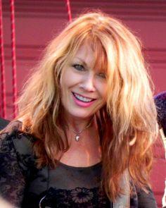 Female Guitarist, Female Singers, Nancy Wilson Heart, Wilson Sisters, Chrissie Hynde, Women Of Rock, Sisters By Heart, Beautiful Lyrics, Guitar Girl