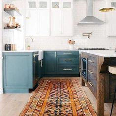 Interior Design Kitchen BECKI OWENS- Design Trend Mixed Wood Tones - Mixing up the wood tones of your finishes and furniture creates a cool effortless vibe. See why mixed wood tones is a trend to embrace and how to make the look work Two Tone Kitchen Cabinets, Wood Cabinets, Kitchen Island, Green Cabinets, Two Toned Kitchen, Dark Cabinets, Interior Desing, Interior Design Kitchen, Color Interior