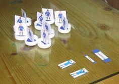 Simil-Subbuteo usando i comuni tappi di plastica delle bottiglie di acqua minerale e bibite in genere Genere, Vintage Games, Triangle, Hobbies, Diy, Ideas, Kid, Bricolage, Do It Yourself