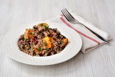 Undeva fix la inceputul anului am facut o fixatie pentru quinoa, asa ca am testat sa fac tot felul de combinatii. Pentru ca e foarte versatila, nu m-am oprit prea repede, iar acum ca tarabele din piata s-au umplut de tot felul de prospaturi, sigur o iau de la capat. Pana atunci, va las cu o salato-tocana, care dupa mintea mea merge cam la orice masa din zi. Si mai e si vegana, gluten free si whatever else kids are eating these days.