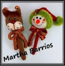 Resultado de imagen para maracas navideñas Easy Diy Crafts, Diy Crafts For Kids, Reno, Christmas Ornaments, Holiday Decor, Xmas, Christmas Crafts, Accent Pillows, Fabric Dolls