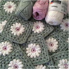 Transcendent Crochet a Solid Granny Square Ideas. Inconceivable Crochet a Solid Granny Square Ideas. Motif Mandala Crochet, Crochet Blocks, Granny Square Crochet Pattern, Crochet Squares, Crochet Granny, Crochet Blanket Patterns, Granny Squares, Easy Granny Square, Flower Granny Square