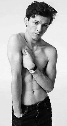 Tom Holland/Peter Parker Images - Below the Belt ~ Tom Holland Tom Holland Peter Parker, Tom Holland Abs, Tom Holand, Baby Toms, Tommy Boy, Men's Toms, Hot Boys, Cute Guys, Science Fiction