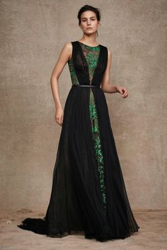 Pop of green detail lace in black gown at Tadashi Shoji Pre-Fall 2016 Fashion Show Haute Couture Style, Couture Mode, Couture Fashion, Runway Fashion, Fall Fashion 2016, Look Fashion, High Fashion, Fashion Show, Fashion Design