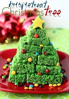Rice Krispies Treat Christmas Tree - so easy to make! Great for a holiday party & the kids can help make it too! Christmas Tree Crafts, Christmas In July, Christmas Goodies, Christmas Desserts, Holiday Treats, Holiday Recipes, Family Christmas, Christmas Gifts, Family Family