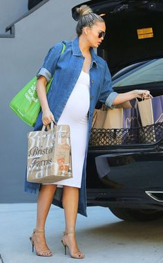 Chrissy Teigen from The Big Picture: Today's Hot Pics Pregnant model and foodie, Chrissy Teigen makes the rounds at grocery stores for a Super Bowl party.