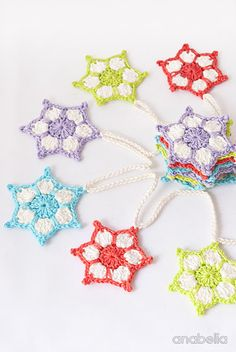 Christmas stars garland - free crochet pattern in English and Spanish by Anabelia Handmade