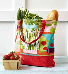 Combine fat quarters to make a functional and stylish market bag. Fabrics are from the Fresh Pick collection by Susy Pilgrim Waters for P&B Textiles. Sewing Tutorials, Sewing Projects, Sewing Patterns, Bag Patterns, Quilt Patterns, Diy Projects, Free Tutorials, Tote Pattern, Sewing Crafts