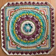 Part 5 of Sophie's Universe CAL 2015.  This crochet-along is a 20-week project with step-by-step photos, video tutorials, and translations.  #lookatwhatimade #sophiesuniversecal2015 #learntocrochet