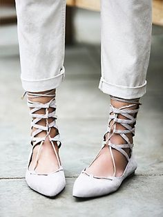 Street style // Shay Lace Up Flat in all white