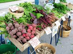 pictures of farmers market stand | Farmers' market vegetable stand - Tiny Farm Blog