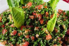 Tabuleh - orientalna sałatka z kaszy kuskus i pietruszki - jest jednym ze specjałów kuchni arabskiej. Warto poświęcić trochę czasu, by potem cieszyć się nie...