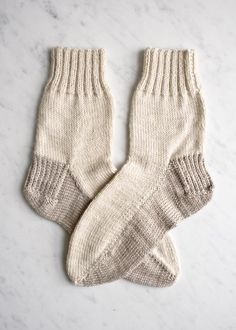 Seamed socks. I am not sure I am a fan of seamed socks, but I am pinning just out of curiosity.