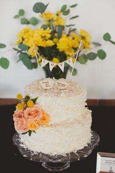 Kissing Bird Cake Toppers | Joni Bilderback Photography https://www.theknot.com/marketplace/joni-bilderback-photography-albuquerque-nm-540652