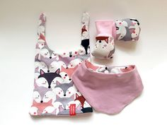 Searching for an unique & original gift for a baby/kid? You've come to the right place! The gift set consisting of reversible - two sided beanie, bandana bib and scratch mittens is perfect for your favorite little one's fashionable needs. Each piece is One Of A Kind (OOAK) - unique and original sSCAPESs design made in Vienna, Austria/European Union. Made of high quality eco-certified baby-friendly cotton.