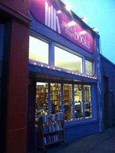 d-johann-h:  Mercer Street Books, Queen Anne; Seattle, WA.