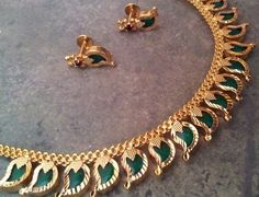 """Lovely traditional Indian design from the Kerala region in India: necklace style named """"Palakka Mala""""Jewellery with mango shaped (the origin of paisley)emeralds set nicely in quality gold -Kumkum's Jeweller Gold Jewellery Design, Gold Jewelry, Jewelery, Baby Jewelry, Designer Jewelry, Jewelry Shop, India Jewelry, Temple Jewellery, Kerala Jewellery"""