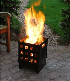 Hast du schon einen Feuerkorb? Dieser sollte an einem Sommerabend nicht Fehlen. Diesen gibts auch bei uns zu kaufen.