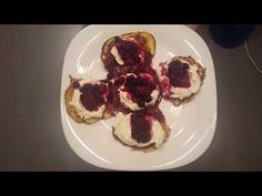 Lívance low carb videorecept - YouTube Lowes, Paleo, Low Carb, Make It Yourself, Breakfast, Youtube, Food, Morning Coffee, Essen