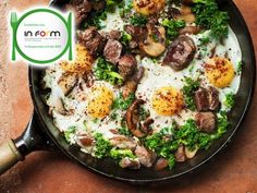 Grünkohl-Shakshuka mit Lamm | eatsmarter.de #grünkohl #lamm #abendessen Superfood, Eat Smarter, Lchf, Meat, Drinks, Kale Recipes, Complete Nutrition, Healthy Dishes, Ribs