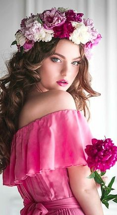 """""""💞 Always remember that you are talented and beautiful. Flower Headdress, Floral Headpiece, Belle Silhouette, Girls With Flowers, Girl Photography, Belle Photo, Flower Crown, Her Hair, Pretty In Pink"""