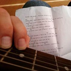 Ni vet hur det är; man kommer hem efter jobbet å bara känner för country så man plockar fram guran å river av en Townes Van Zandt-klassiker till att börja med.  #townesvanzandt #sheetmusic #playingguitar #chords #countrymusic #countrylegend #strum #klinkapågitarrn #klinka #ackord #gura #gitarr #spelagitarr #guitar #fingerpicking by peter.fahlen