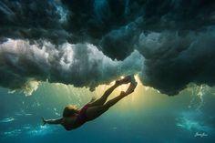 VIDEO: Breathtaking Underwater Photography by Sarah Lee - Surf Channel Underwater Photos, Underwater Photography, Amazing Photography, Photography Tips, Sunset Photography, Glamour Photography, Surreal Photos, Surfs, The Bikini