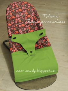 Nowelja: Babybjornrelaxhoes - de Tutorial! Baby Sewing Projects, Sewing For Kids, Sewing Tutorials, Diy For Kids, Kids Clothes Patterns, Baby Towel, Baby Makes, Baby Kind, Hammocks