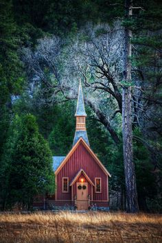 Church in Yosemite Little Church in Yosemite National Park. My brother-in-law and sister-in-law were married in this church.Little Church in Yosemite National Park. My brother-in-law and sister-in-law were married in this church. Old Country Churches, Old Churches, Abandoned Churches, Country Barns, Country Life, Yosemite National Park, National Parks, Beautiful Buildings, Beautiful Places