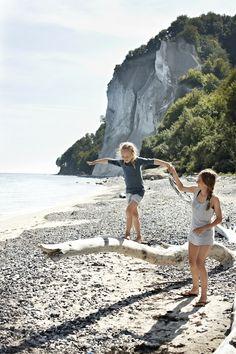 Familievakantie in Denemarken. Op het Deense eiland Møn heb je prachtige krijtrotsen. Een heel avontuur om naar beneden te klauteren. Op het strand kun je fossielen zoeken en wandelen. http://www.buroscanbrit.nl/vakantie/denemarken
