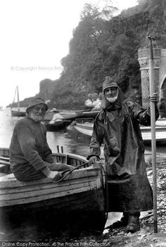 Looe, Fishermen 1906. Looe fishermen have followed the pilchard shoals for generations. These two white-bearded fishermen in their traditional ganseys and oilskins. #Fishermen