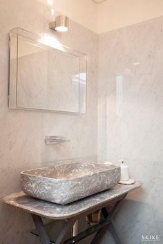House in Porto II, Guests Bathroom | Photo by: Francisco Rivotti | Porto | Skike Design