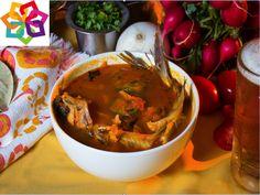 """Michoacán te comenta: En Michoacán se prepara un caldo llamado """"Michi"""", es a base de verduras cocidas, como: chayote, papa, jitomate, calabaza, chile serrano, pero el principal ingrediente es el pescado de agua dulce, cuando el caldo está listo se sazona con limón y sal."""
