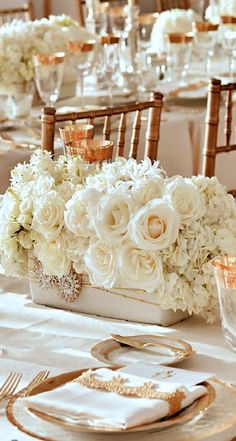 PLATE SETTINGS AND TABLESCAPE | CHAMPAGNE WEDDING