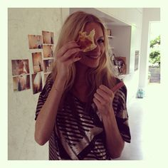 Poppy showing us a fantastic time at the autumn campaign photo shoot #veromoda #poppydelevingne #partywear #photoshoot