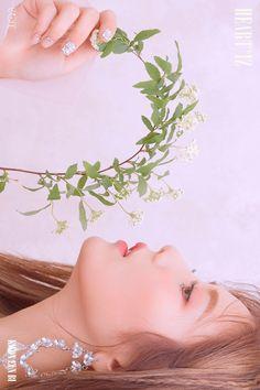 IZ*ONE (#아이즈원) - 2nd Mini Album [HEART*IZ] OFFICIAL PHOTO Violeta ver.  #HEARTIZ #20190401_6PM