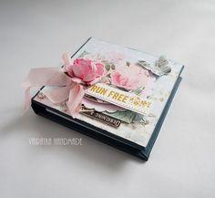 Kobiecy notesik – Notesy - kolor: lilla, szaroniebieski, wymiary: 10x10 cm – Artillo Notebooks, Decorative Boxes, Handmade, Scrapbooking, Free, Hand Made, Notebook, Scrapbooks, Decorative Storage Boxes