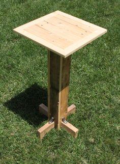 Planta o la lámpara de pie. Like this elegant tall table ;)