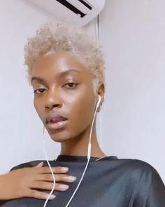 Short Platinum Blonde Hair, Blonde Afro, Blonde Natural Hair, Natural Hair Short Cuts, Blonde Hair Black Girls, Tapered Natural Hair, Natural Hair Styles For Black Women, Brown Blonde Hair, Short Hair Cuts For Women