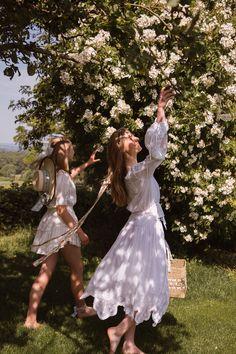 Spring Aesthetic, Classy Aesthetic, Nature Aesthetic, Aesthetic Vintage, Looks Hippie, Princess Aesthetic, Lesbian Wedding, Aesthetic Pictures, Flower Girl Dresses