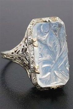 vintage carved moonstone ring // circa 1920 #VintageJewelry