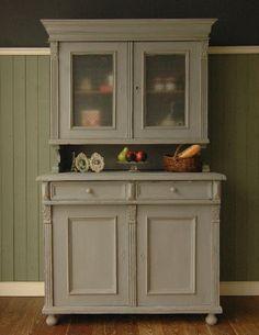 グレーペイントのフレンチインテリア、フランスのカップボード(食器棚) (d-773-f-1)