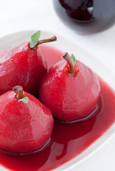 letterberry | Hibiscus Tea Poached Pears | dessert + red white green Hibiscus Recipe, Hibiscus Tea, Pear Recipes, Fruit Recipes, Dessert Recipes, Delicious Desserts, Yummy Treats, Sweet Treats, Yummy Food