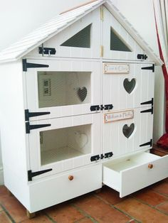This is a great hutch for small pets. 15 Coolest Houses You Wish Your Pet Had | FREEYORK